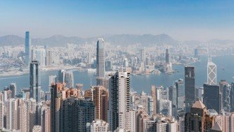 Decline in expats drags luxury residential market